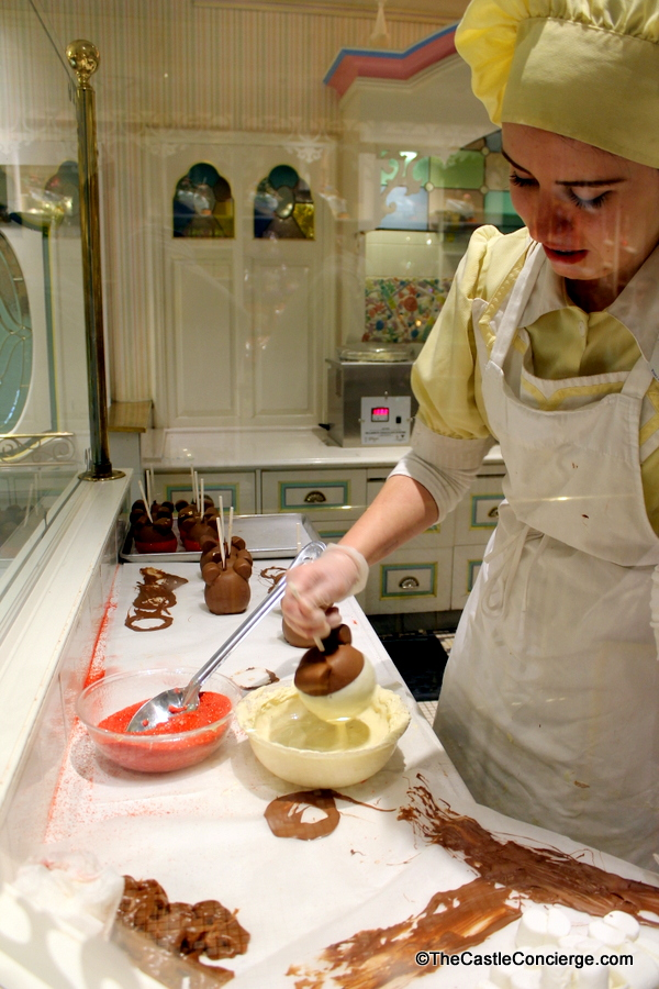 Candy apples being made at Main Street Confectionery